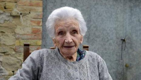Papa Francesco scrive a nonna Peppina: 'Vai a vivere da tua figlia'