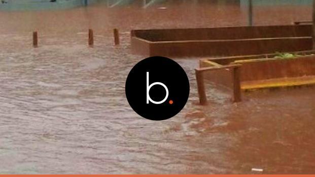 Assista: Escola fica alagada em Santa Maria de Itabira e alunos pedem ajuda