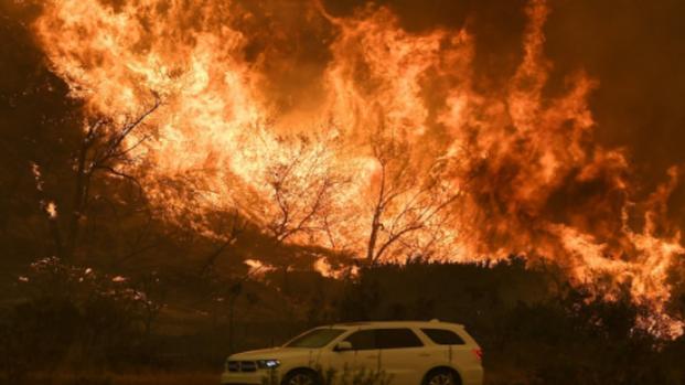 Los Angeles avvolta tra le fiamme, scenario surreale