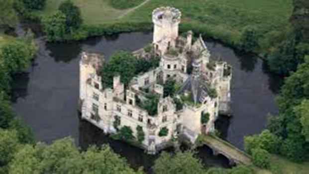 Il castello della Mothe-Chandeniers, è stato abbandonato