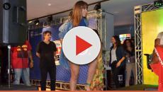 Vídeo: Anitta é surpreendida por mini saia durante gravação de programa