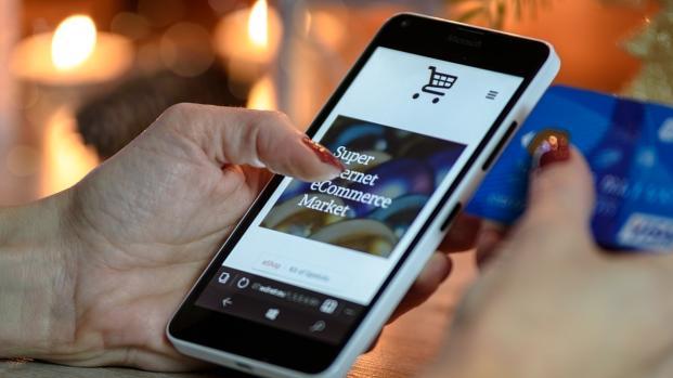 Noël 2017 : Les Français vont dépenser plus de 12 milliards d'euros en ligne