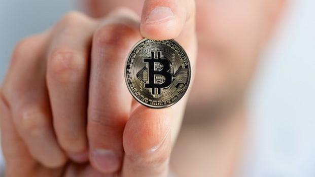 Bitcoin: l'avviso di Sir Howard Davies, VIDEO