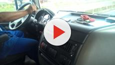 Vídeo: homem pega carona e é estuprado por 2 mulheres