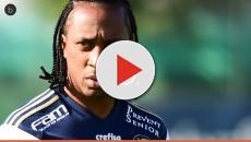 Vídeo: Palmeiras confirma saída de Arouca e vê proximidade de acerto com lateral