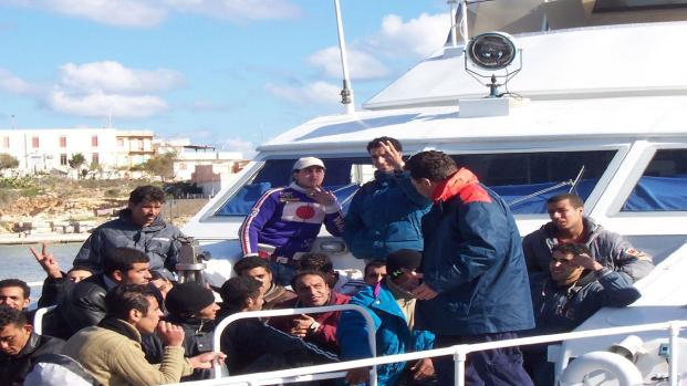 Quaranta tunisini espulsi e rimpatriati