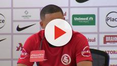 Vídeo: jogador chora ao chegar em novo clube