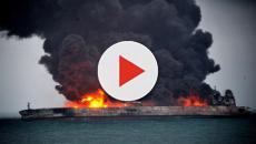 Petroliera iraniana cola a picco nel mar della Cina. Paura disastro ambientale