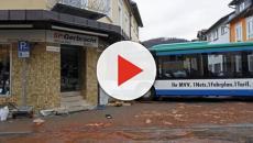 Germania, scuolabus si schianta contro edificio