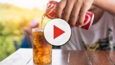 Ragazzina di Andria sorseggia Coca Cola e si ritrova in bocca un verme