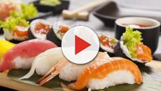 Goloso di sushi scopre di avere un enorme verme nel corpo
