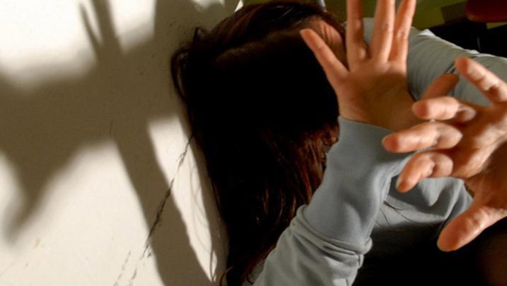 Donna prende decisione di interrompere la relazione Ma lui reagisce con violenza