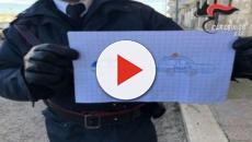 Bitonto, bimbo dona un disegno ai carabinieri durante il blitz antimafia