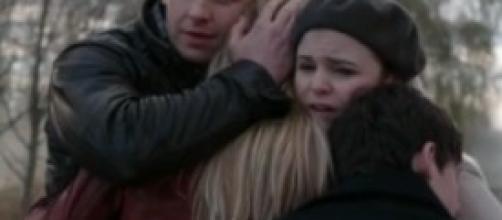 Emma, Henry, Charming e Snow si dicono addio