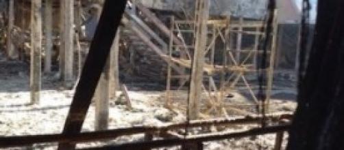 Squarcio della casa distrutta dall'incendio(3).
