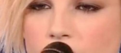 """La bella Emma Marrone """"avverte"""" i fan"""