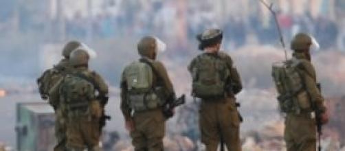 Esercito israeliano in attesa di ordini