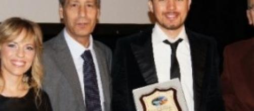 Giuseppe Gambi riceve il premio