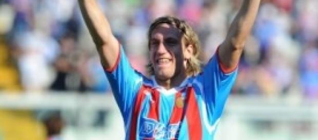 Maxi Lopez esulta con la maglia del Catania