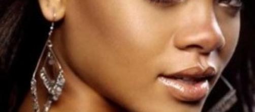Rihanna, il topless per Vogue fa il giro del web