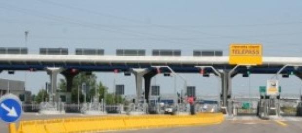 Veduta di un casello autostradale