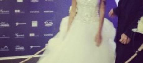 Karina Cascela indossa l'abito da sposa