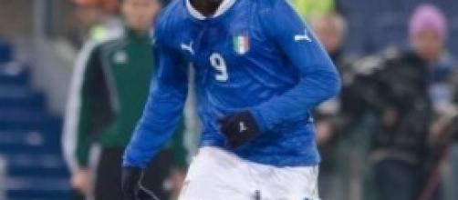 Il gestaccio di Balotelli ai tifosi del Cagliari