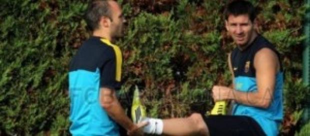Messi e Iniesta entrenando.