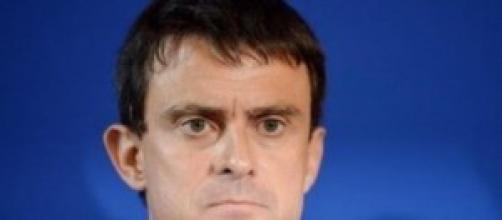il primo ministro Valls invita alla calma