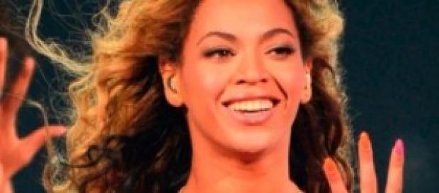 Beyoncé muestra su anillo de matrimonio