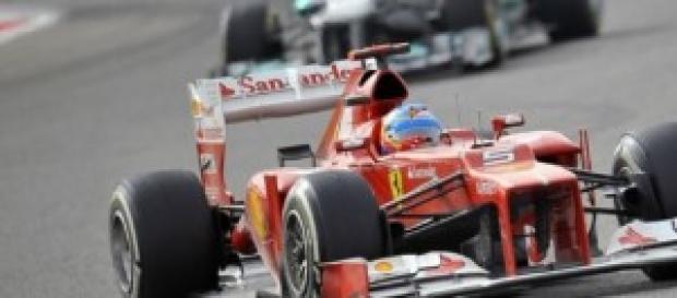 Fernando Alonso pilotando su Ferrari