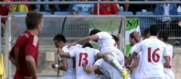 Los serbios celebran uno de sus goles
