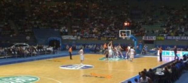 Un partido de baloncesto con cuatro minutos menos.