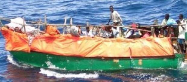 Barcone di immigrati in arrivo in Italia.