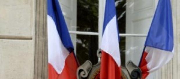 """Le drapeau  cache un """"bouffon"""" impopulaire"""
