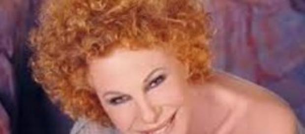 Ornella Vanoni torna in teatro con un nuovo tour.