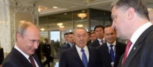 Il glaciale incontro tra Putin e Poroschenko