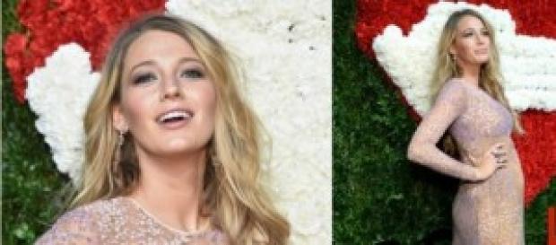 Blake Lively embarazada en la alfombra roja.