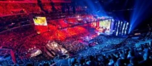 Un arena di e-sports gremita di migliaia di fans