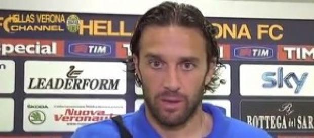 L'attaccante gialloblu Luca Toni
