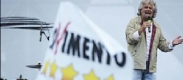 Beppe Grillo sul palco del M5S