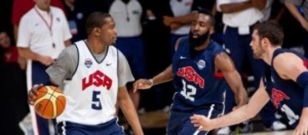 Kevin Durant entrenando con su selección.