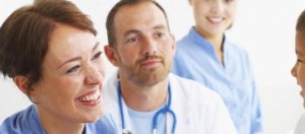 Vagas para médicos em Portugal e na Arábia Saudita