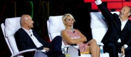 Ascoli tv 25 ottobre: Belen batte la Carlucci