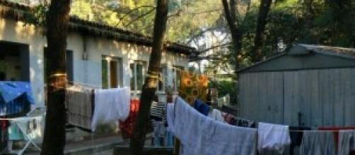 Campi rom affollati e minacce sugli autobus