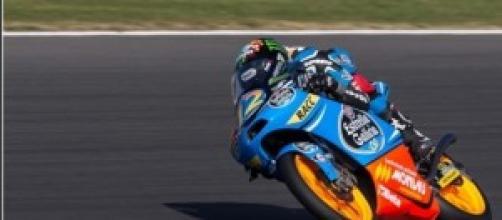 Álex Márquez sobre su moto.