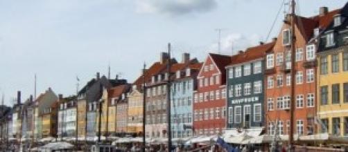 coloratissime case tradizionali sul lungomare