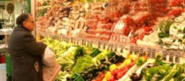 Aumenta il costo della verdura, cala la frutta
