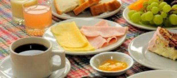 La primer comida de la mañana es el desayuno