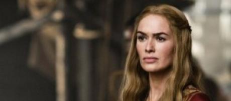 La Reina Cersei se desnuda en la quinta temporada.